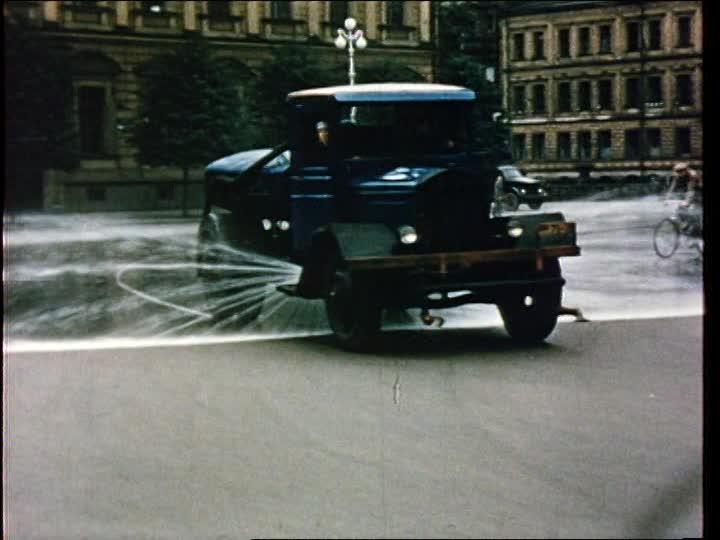 1956 vehicles-street-cleaning-leningrad.jpg