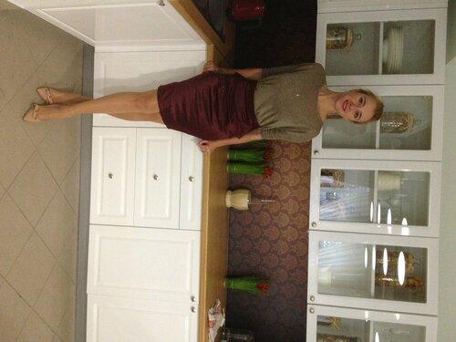 с чем носить бордовую юбку: