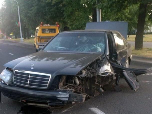 В Минске пьяный водитель иномарки врезался в подземку