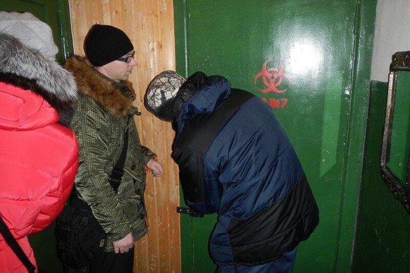 Спецотдел №7: дверь с хитрыми замками для прохода во вторую комнату