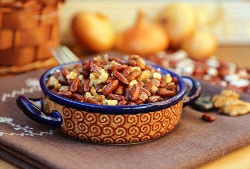 Постный салат из фасоли с орехами по армянски