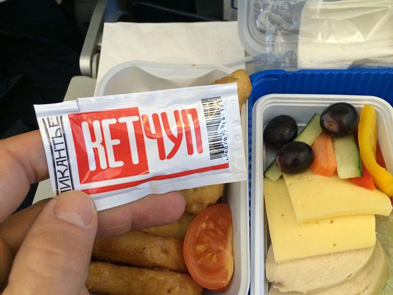Чем кормит детей Россия