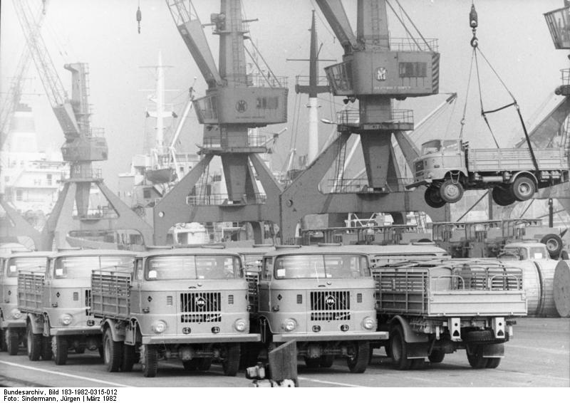 Rostock, Ьberseehafen, LKW W50