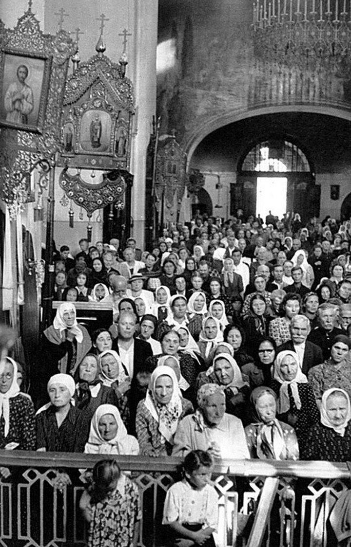 1954. Москва. Воскресная служба в СокольникаÑ