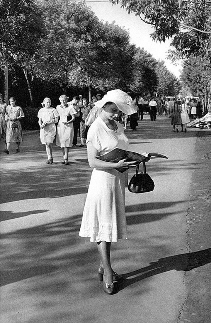 1954. Москва. В парке Горького