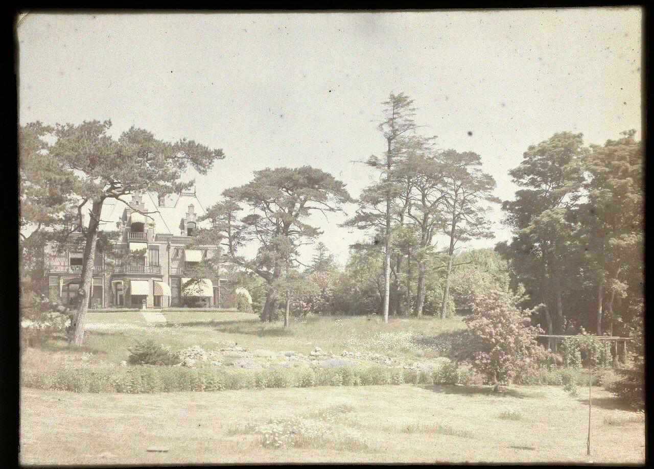 1907. Вид дома и парка