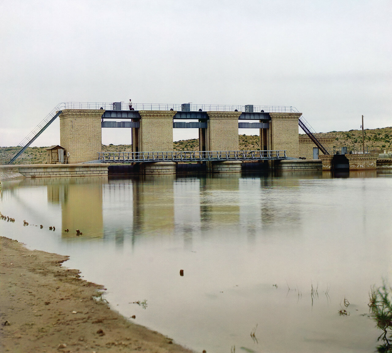 Окрестности Мерва. Байрам-Али. Мургабское имение. Общий вид Султан-Бентской плотины