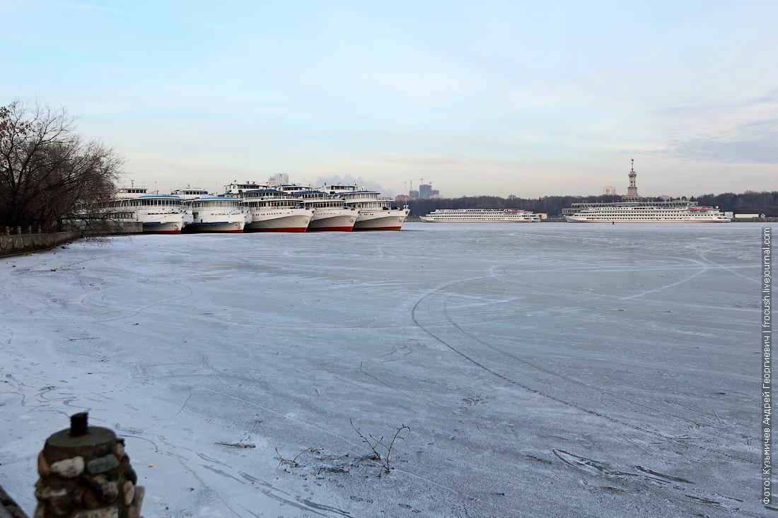 Химкинское водохранилище замерзло