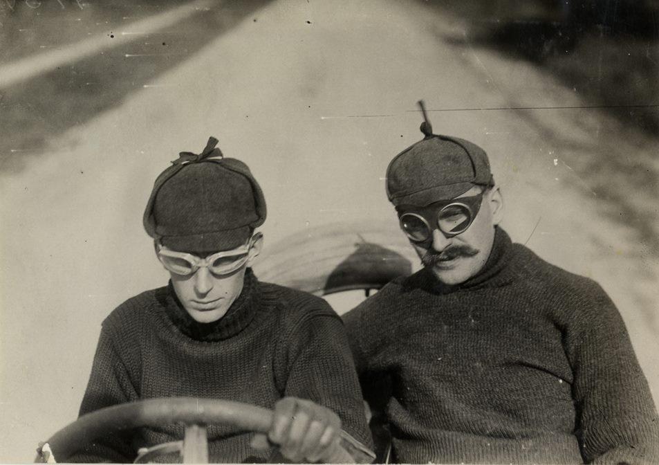 Howard Gill sur Thomas - Vanderbilt Cup Races - 1908.jpg