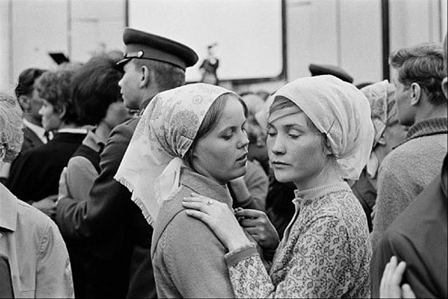 Constantine Manos - USSR. Russia, 1965.Полубелый танец