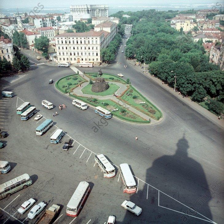 Bogdan Khmelnitsky Square in Kiev