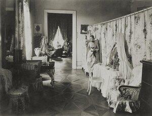 Спальня в усадебном доме в Осиновой роще. 1885.jpg