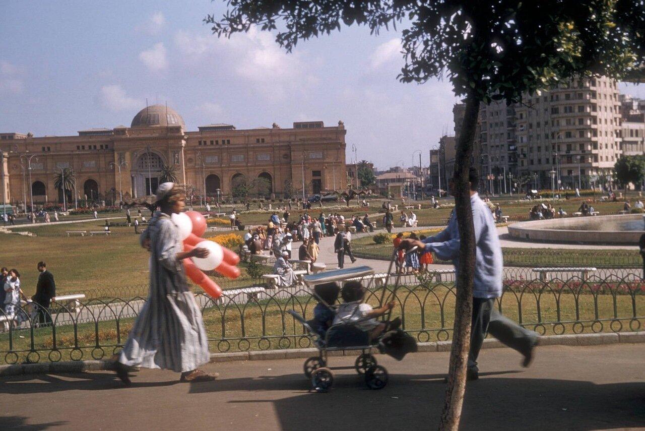 Парк перед Египетским музеем
