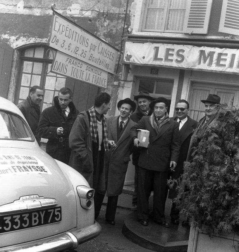 1953. Альберт Фрес выбирает  вина в сопровождении Роберта Жиро и Пьера Мерендоля