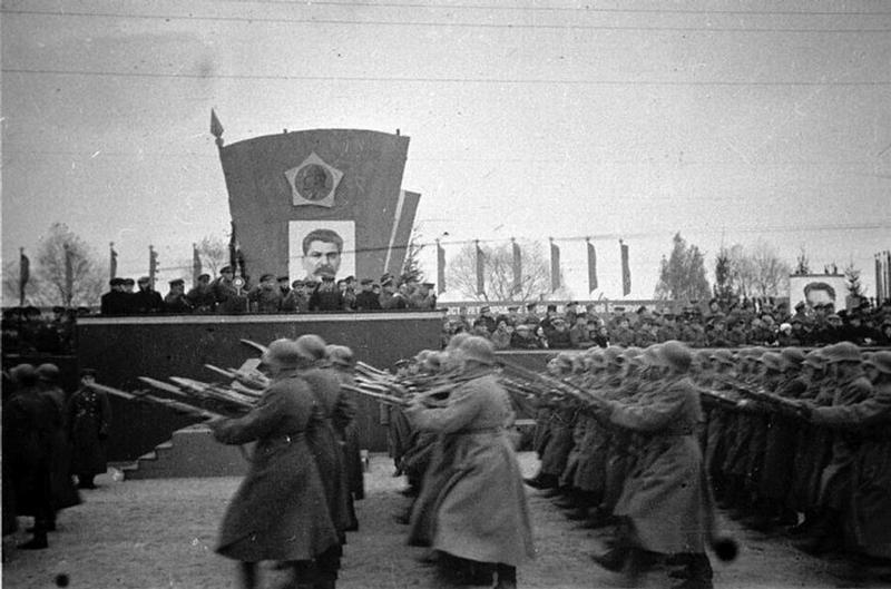 Военный парад в честь присоединения Западной Белоруссии к СССР.