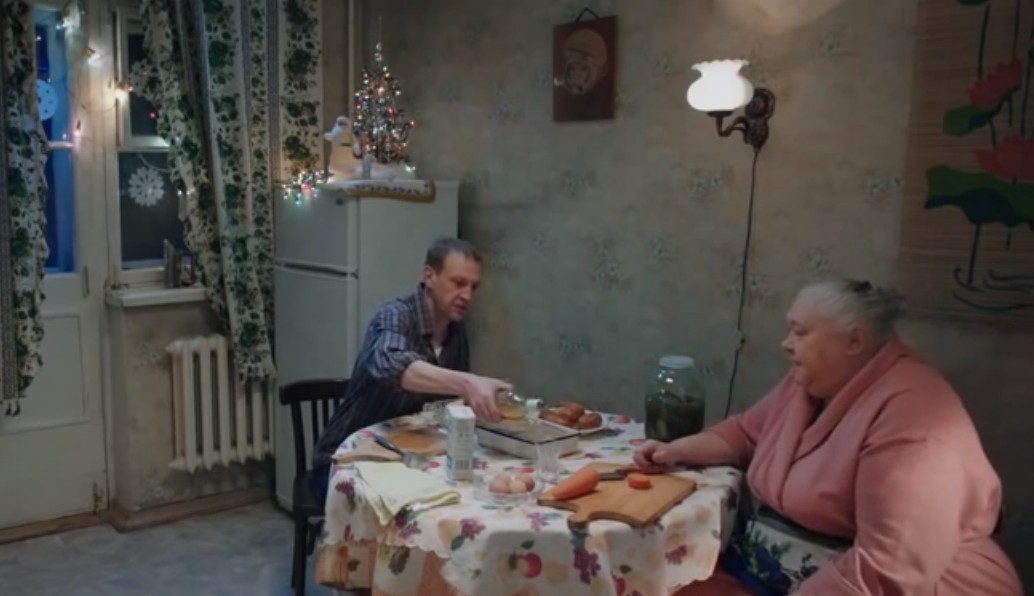 кадр из фильма нечаянно сцена на кухне