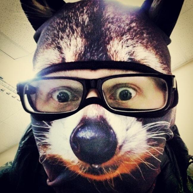 Незнаю, зачем мне эта маска, нохочу. Ужбольно крутая!