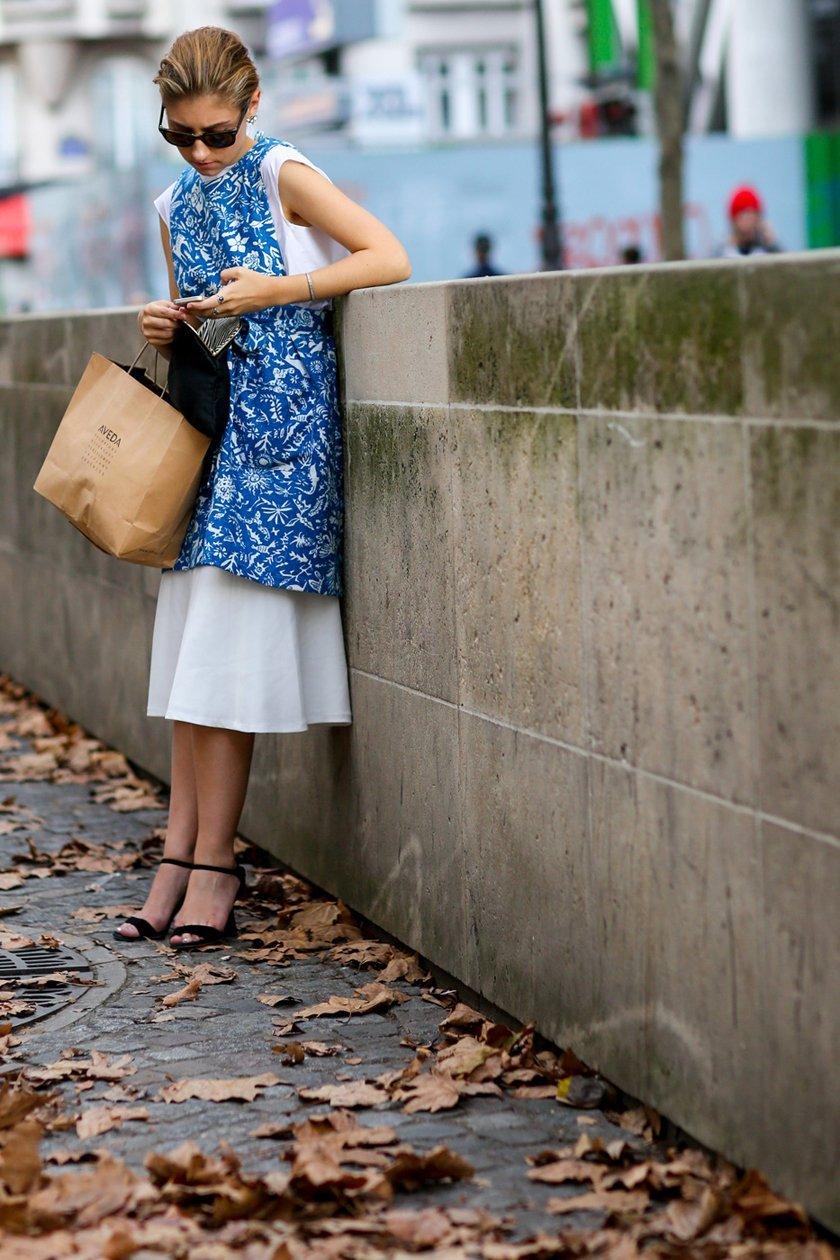 летнее платье с принтом, уличная мода Парижа 2015