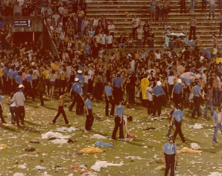 1977-06-03_riot-5.jpg