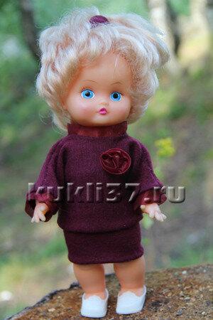 трикотажный костюм для куклы с короткой юбкой