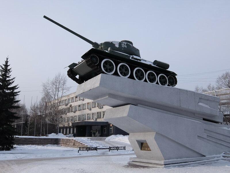 г. Новокузнецк. Танк Т-34 на постаменте
