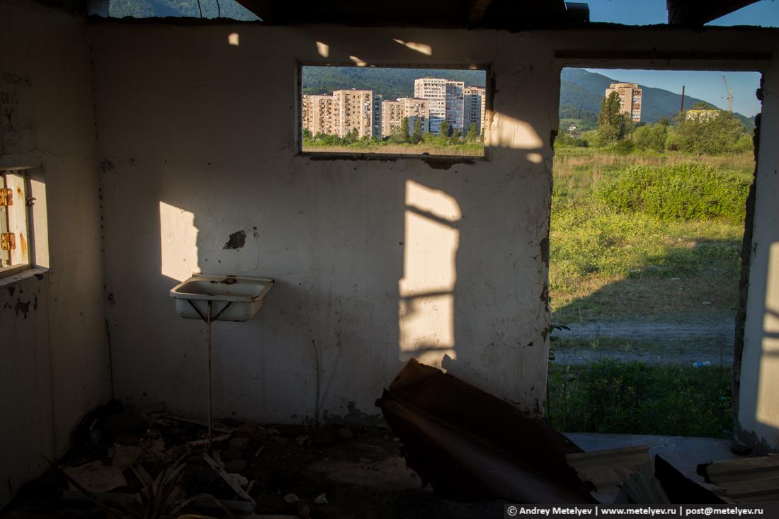 Внутри заброшенного здания