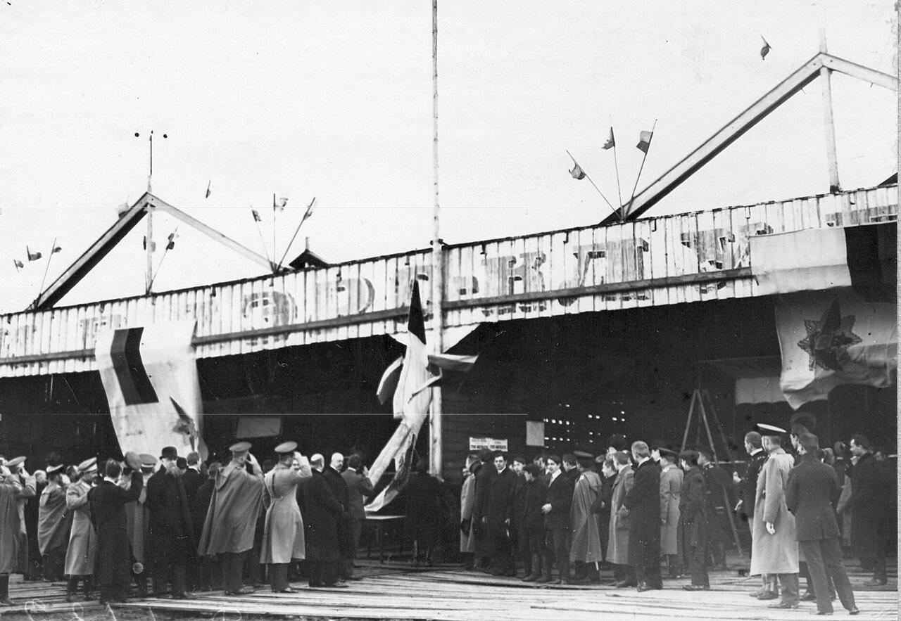 05. Поднятие флага Императорского Всероссийского аэроклуба на Комендантском аэродроме. 5 мая 1912