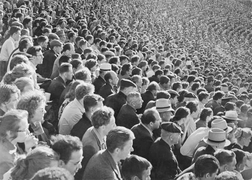 1945. Футбольный матч