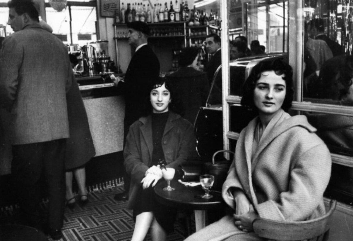 1957. Лучшие подруги, Париж