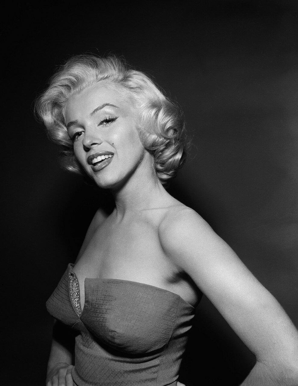 Marilyn Monroe Wearing Strapless Swimsuit
