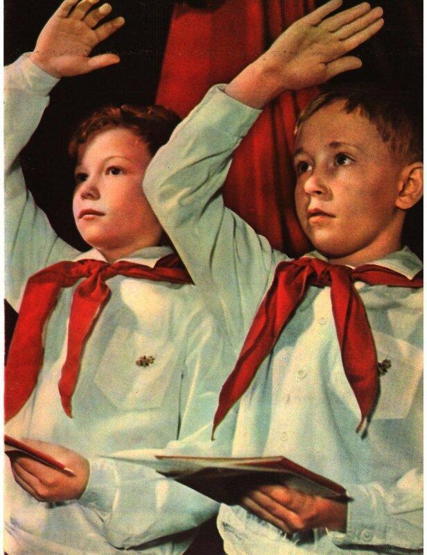 1961 Юные ленинцы Алеша Пиляев и Игорь Усаков. Москва Бальтерманц2.jpg