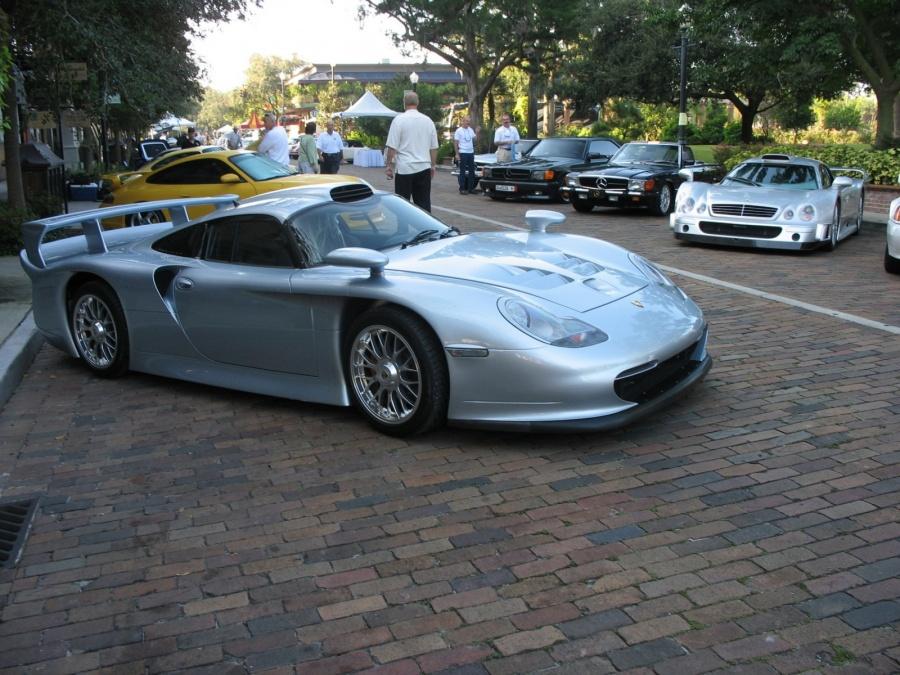 Porsche 911 GT1 vs. Mercedes-Benz CLK GTR