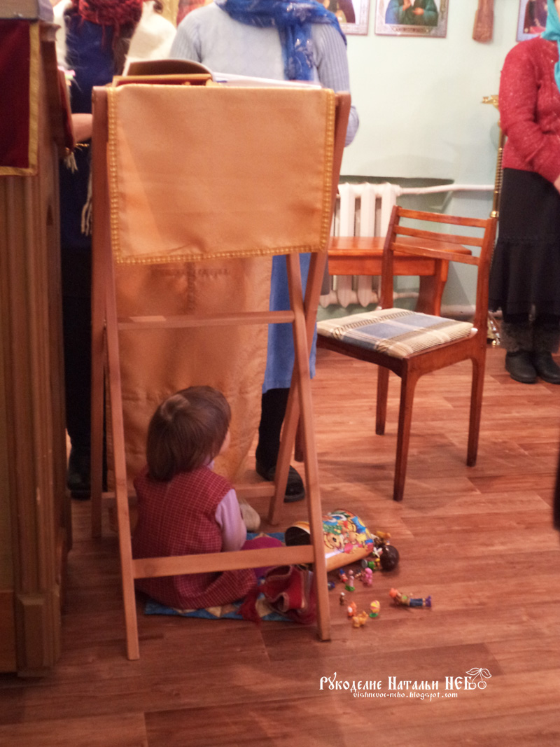 В храме ребенок
