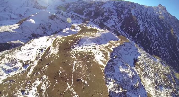 Прыжок со скалы Ерыдаг