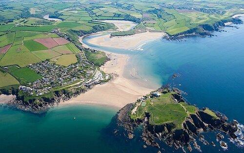 Приливный остров Бург у морского побережья Англии