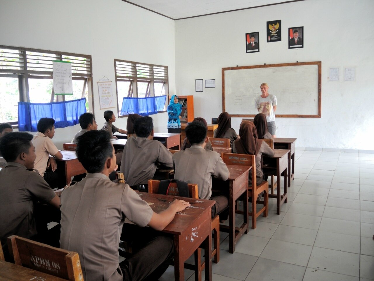 урок в индонезийском техникуме