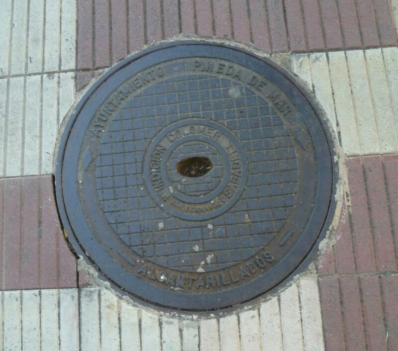 Люк в Пинеде де Мар, Испания (Hatch in Pineda de Mar, Spain)