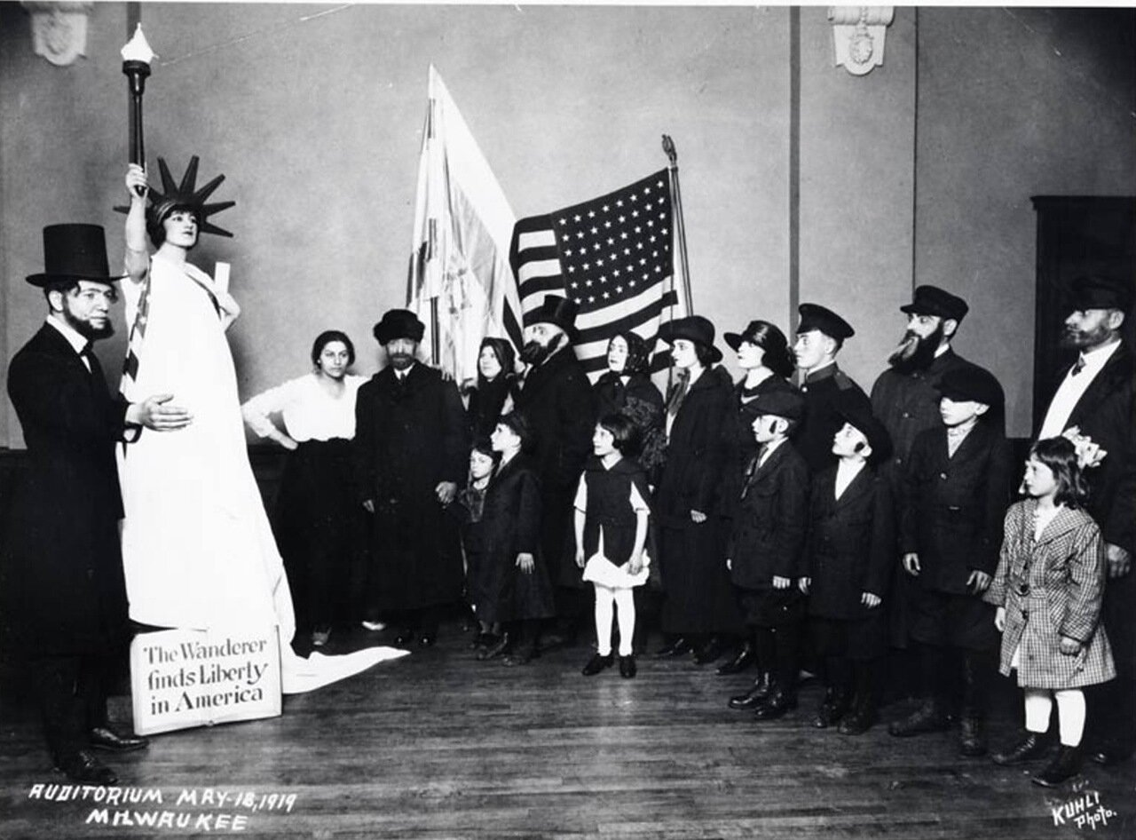 1919.  Голда Меир (как Статуя Свободы) на конкурсе в «Поалей Цион» (Рабочие Сиона)