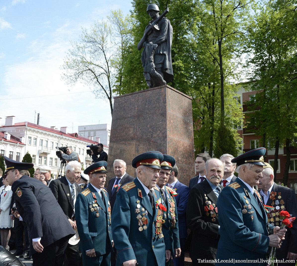 9 Мая. Торжественный митинг у братской могилы советских воинов и подпольщиков. Гомель