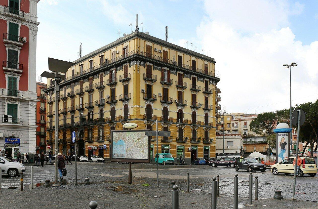 Неаполь. Площадь Франческо Капуана