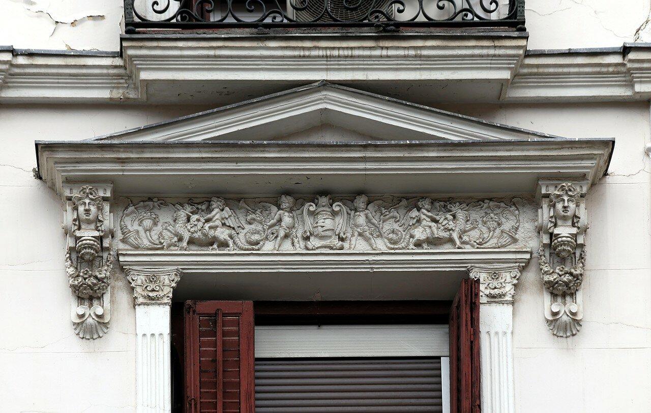 Мадрид. Площадь Санта-Крус, Дом в стиле модерн