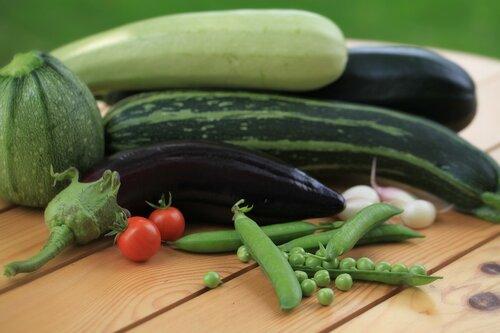 Овощные сборы на даче.