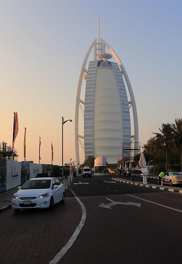 Фотография 7. Одна из самых дорогих гостиниц мира - отель Бурдж Аль Араб. Снято на полнокадровую зеркальную камеру Canon EOS 6D