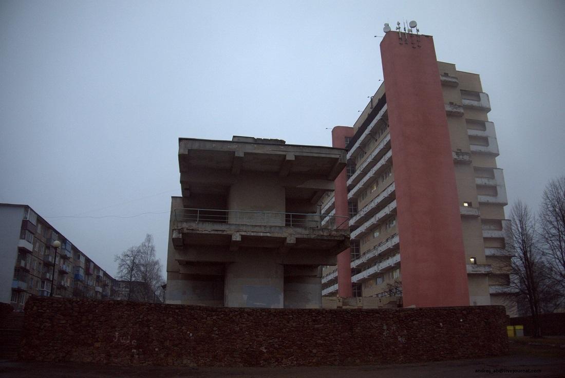 Общага Бастилия со стороны стадиона.