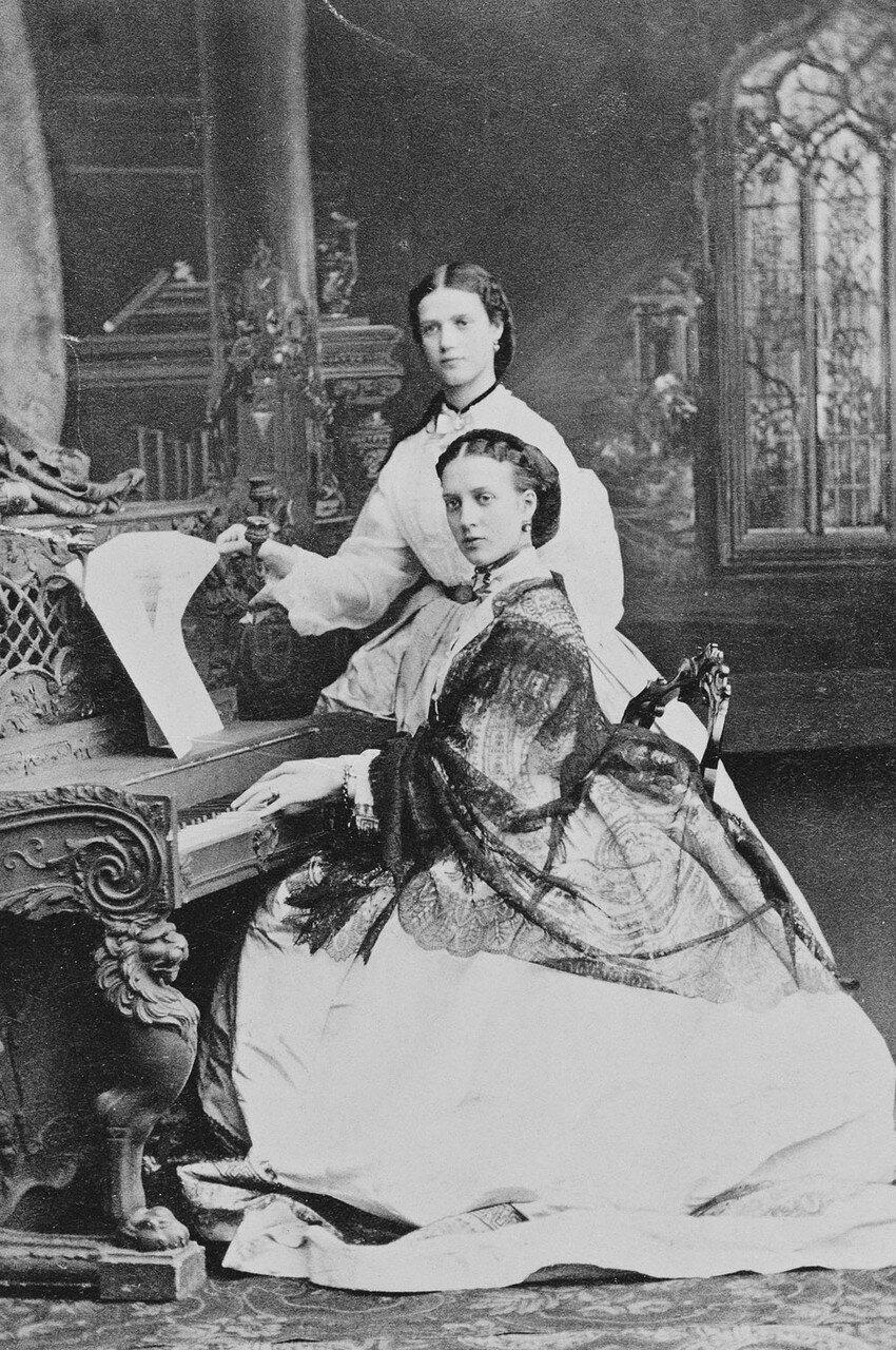 1863. Александра Датская и принцесса Дагмар Датская