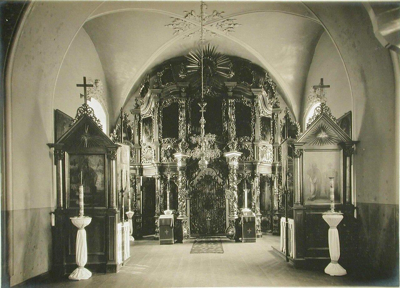 33. Вид алтаря древней церкви в Межигорском Спасо-Преображенском монастыре