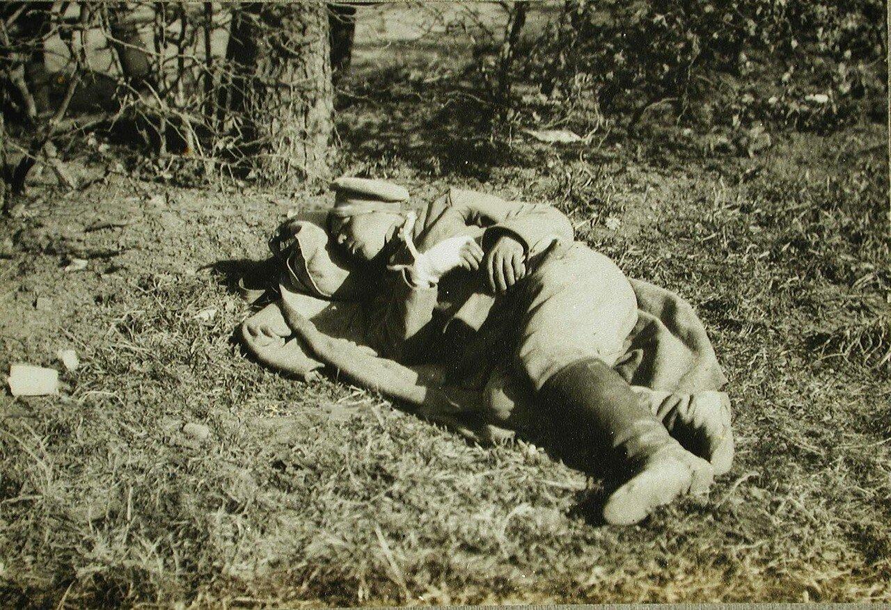 40. Раненый русский солдат на отдыхе