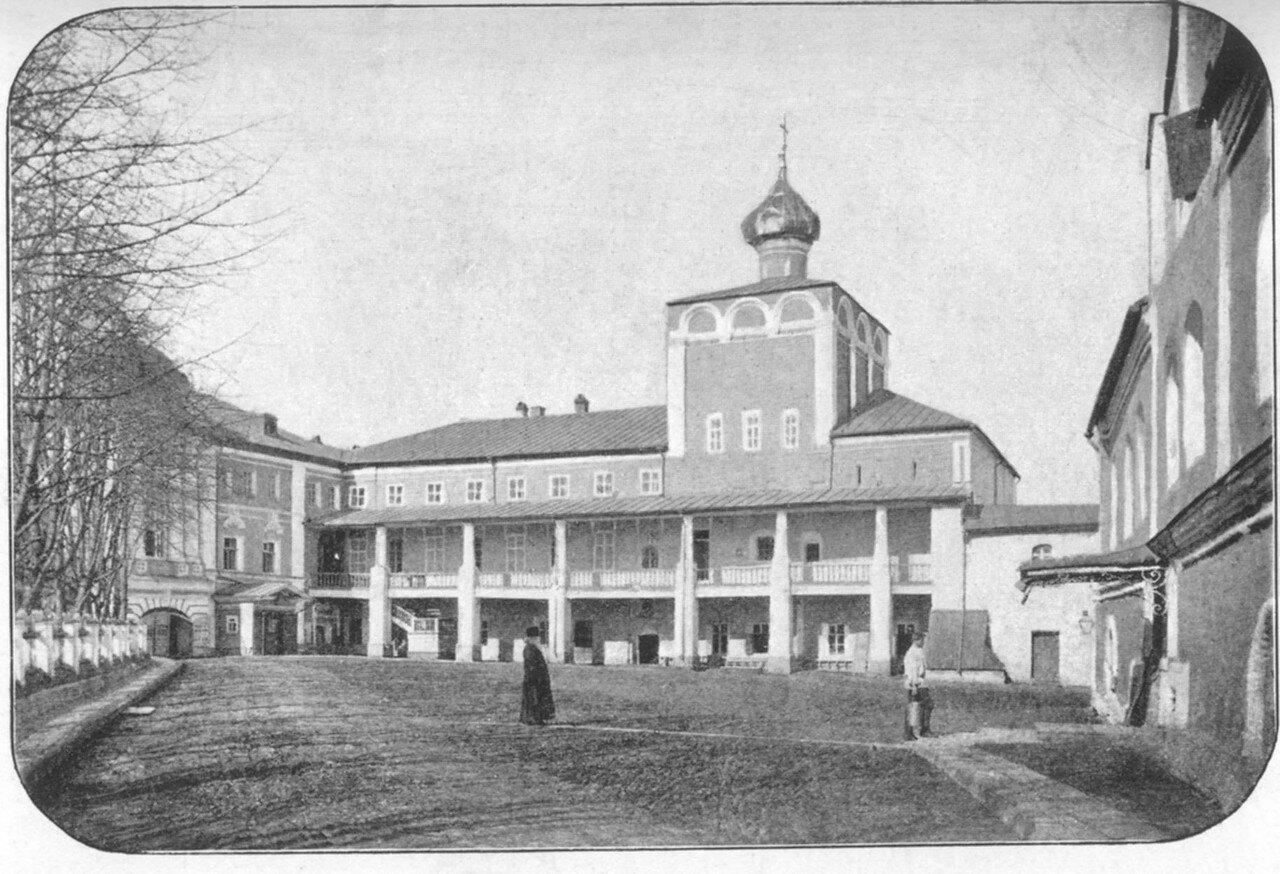 2.Крестовая церковь (с южной стороны)