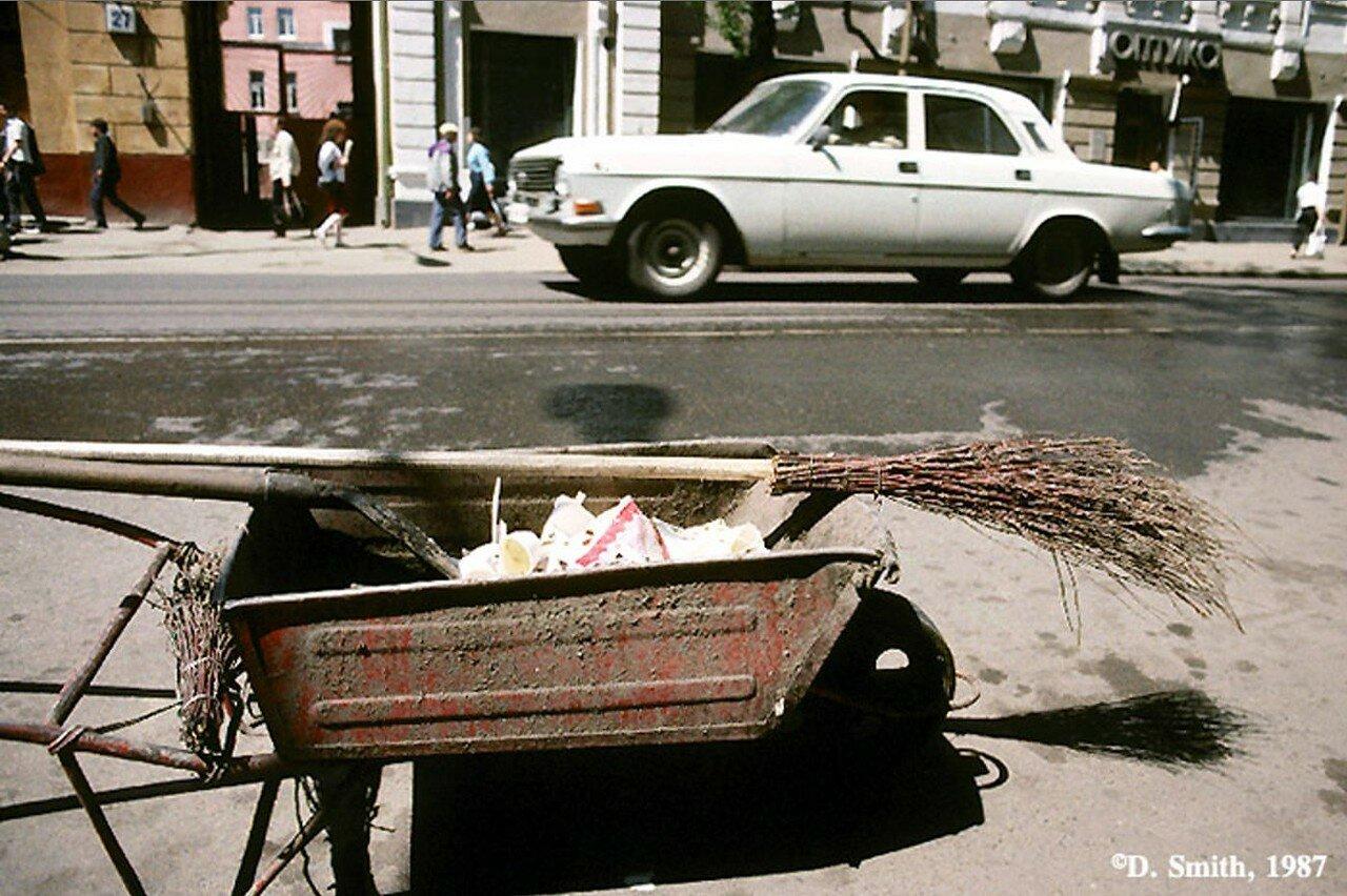 Кто-то все-таки следит за чистотой города. Улица Карла Маркса