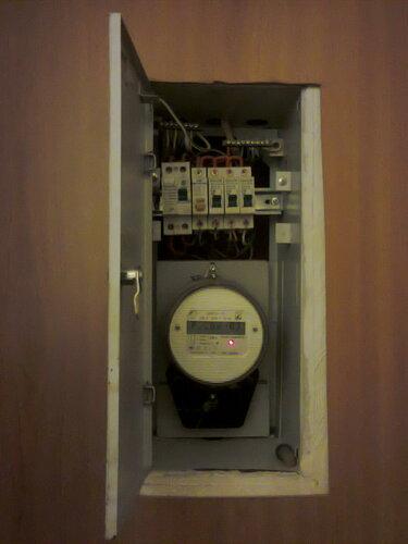 Вызов электрика аварийной службы в квартиру из-за отказа стеклокерамической варочной панели
